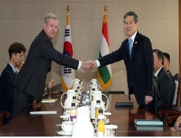 Korea-Hungary sign a National Defense Cooperation MOU 대표 이미지