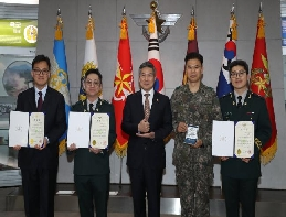 Ministry of National Defense awards three military men of merit ... 대표 이미지